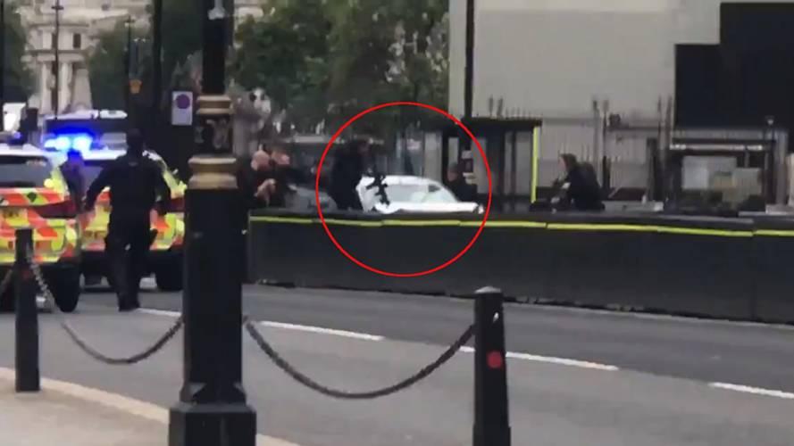 Met Police treating parliament car crash as 'terrorist incident'