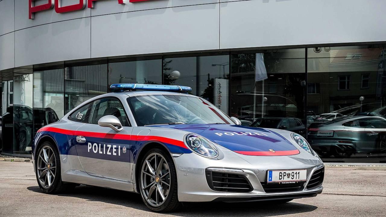 Полицейский автомобиль Porsche 911