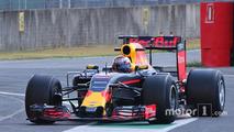 Sébastien Buemi, Red Bull Racing 2017 Pirelli lastiklerini test ediyor