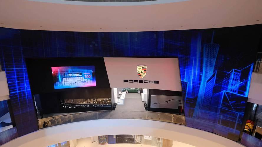 Porsche Çin'deki 100'üncü showroom'unu açtı