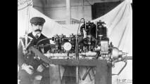 Giuseppe Merosi accanto a un motore industriale (28-8-1906)