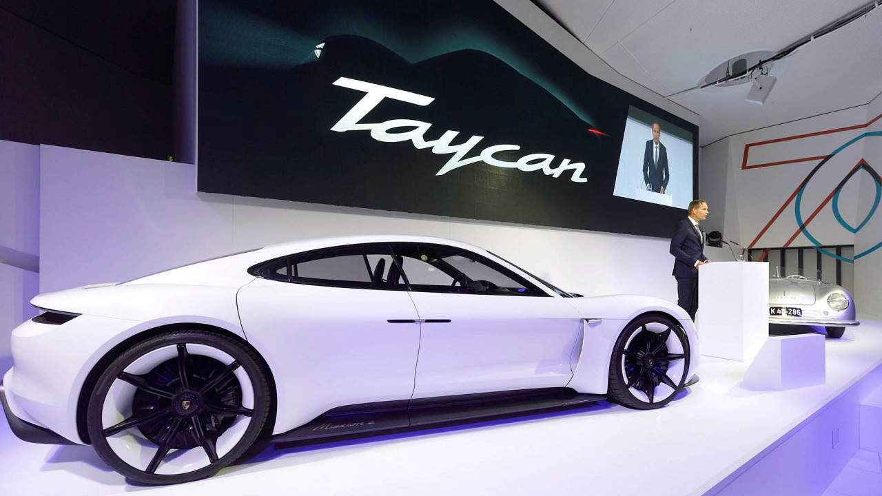 Aus Studie Mission E wird Porsche Taycan