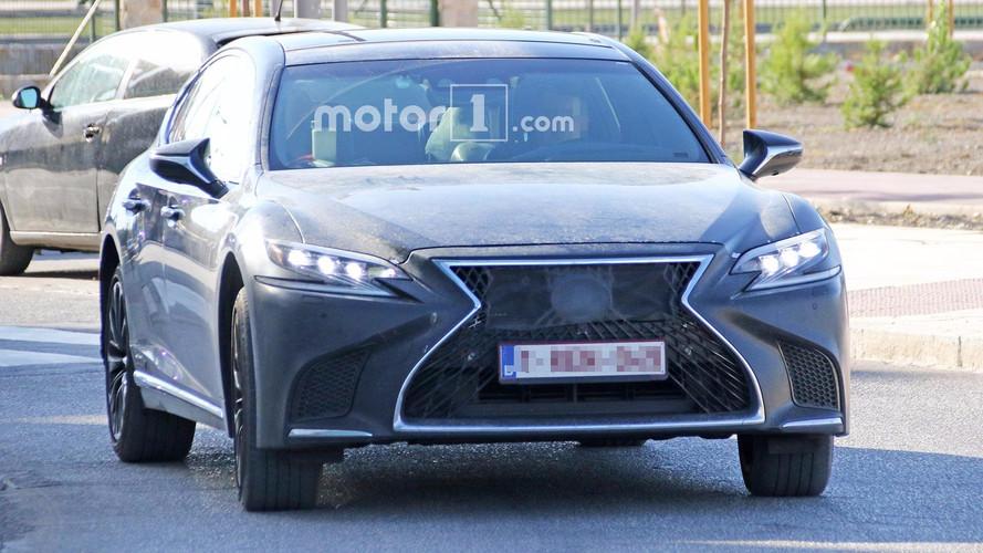 Lexus LS sportif detaylarıyla yakalandı