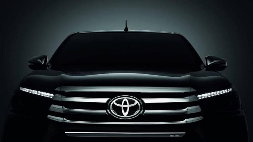 Toyota Hilux Chrome Edition et Black Edition