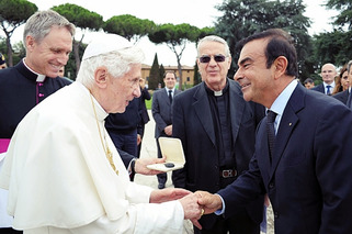 Pope Goes Green with Electric Renault Kangoo Weekend Car