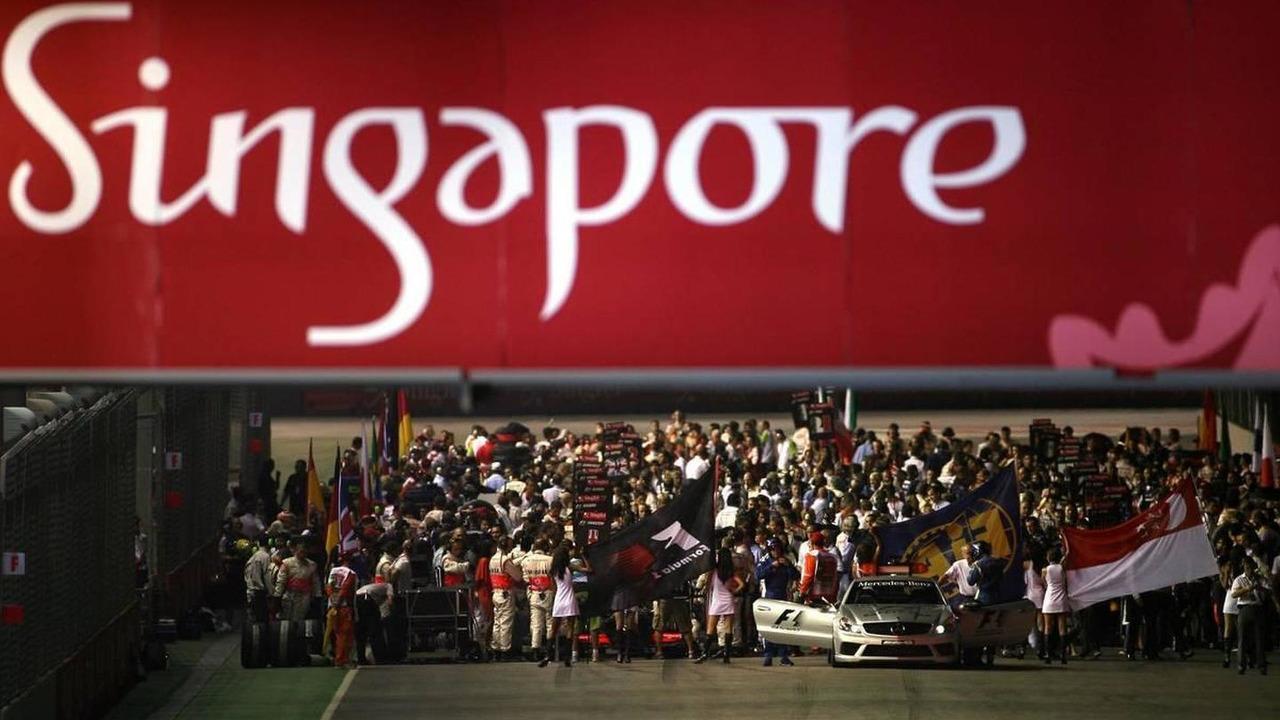 Grid atmosphere, Singapore Grand Prix, 27.09.2009