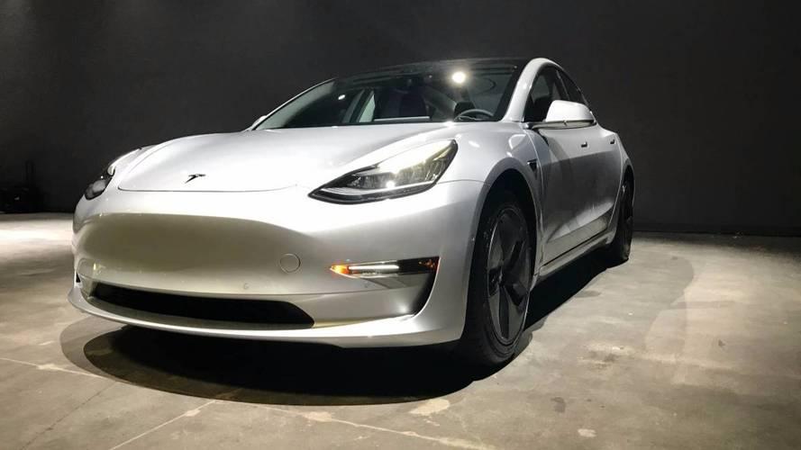 La première Tesla Model 3 d'occasion affichée à 150'000 $ !