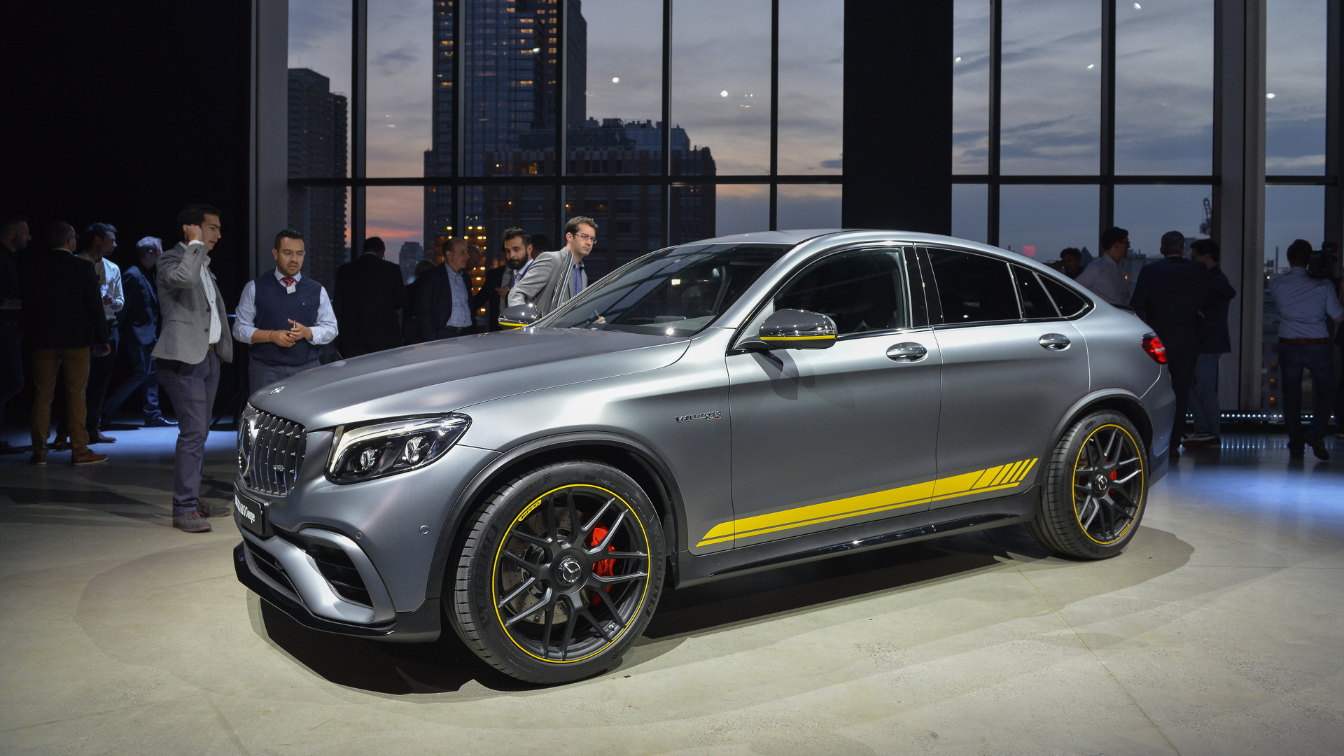 https://icdn-0.motor1.com/images/mgl/YLv7w/s1/2018-mercedes-benz-glc63-and-coupe-new-york-2017.jpg
