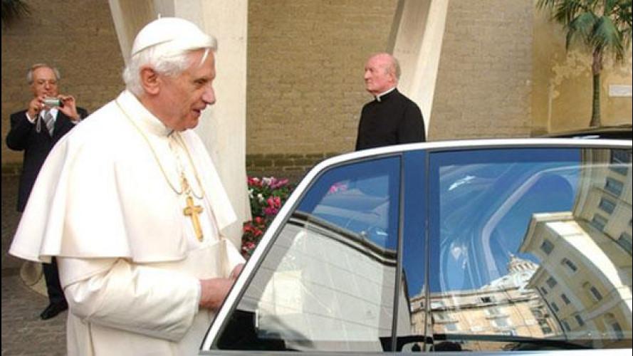 Papa Benedetto XVI si è dimesso, ecco le auto che lascia in eredità