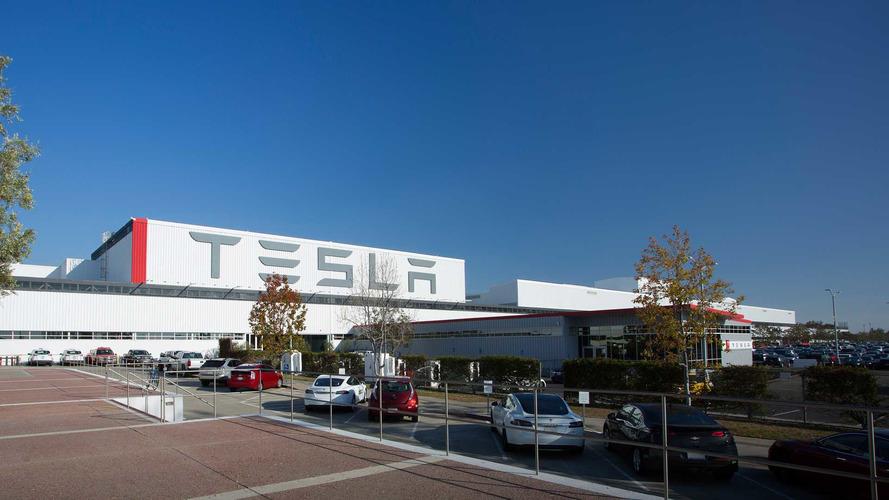 Munkavállalói panaszok miatt hivatalos vizsgálat indult a Tesla ellen