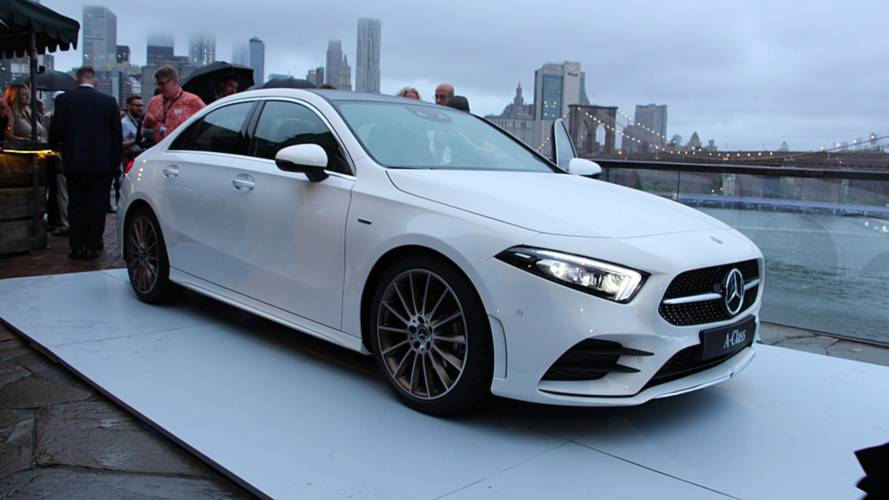 2019 mercedes a class sedan blends sleek styling with lots. Black Bedroom Furniture Sets. Home Design Ideas