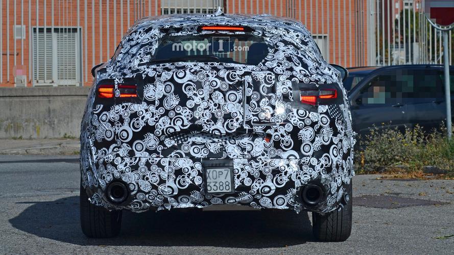 Alfa Romeo Stelvio'nun egzozları küçük 'toplara' benziyor