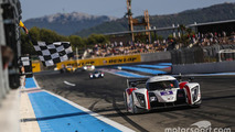 #3 Team LNT Ginetta - Nissan: Chris Hoy, Charlie Robertson takes the checkered flag
