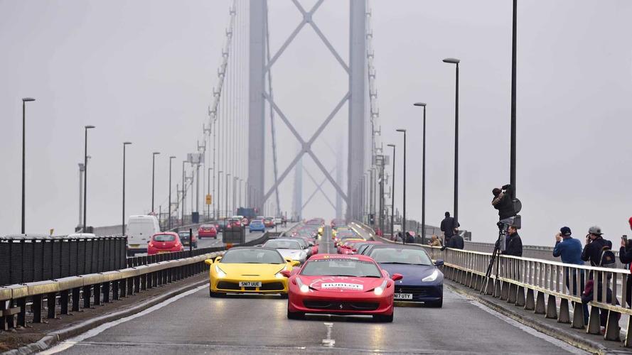 Ferrari Kulübü, yıllık geçit töreni için köprü kapattı