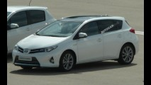 Visual do Novo Corolla? Toyota Auris 2013 é flagrado sem camuflagem