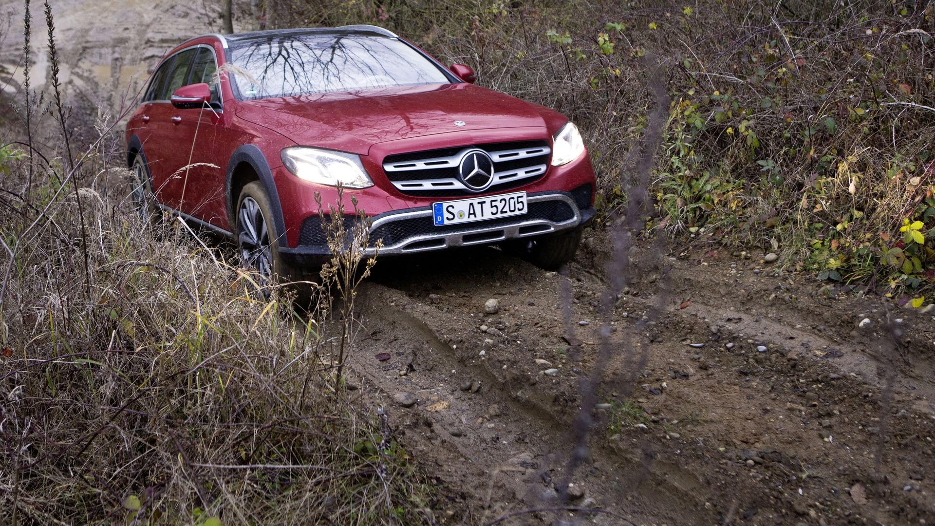 https://icdn-0.motor1.com/images/mgl/e103W/s1/2017-mercedes-e-class-all-terrain.jpg
