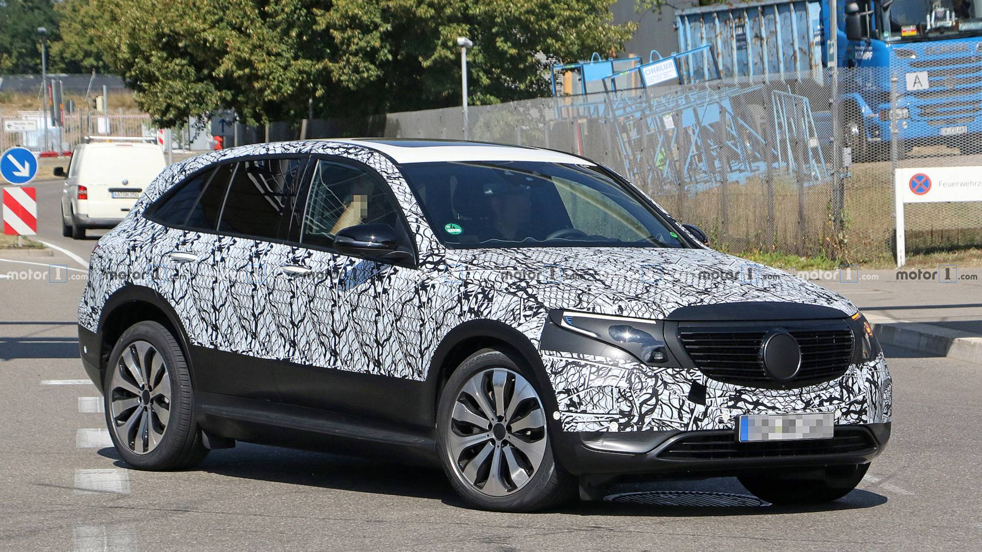 2019 - [Mercedes-Benz] EQ C - Page 2 Mercedes-eq-c-spy-photos