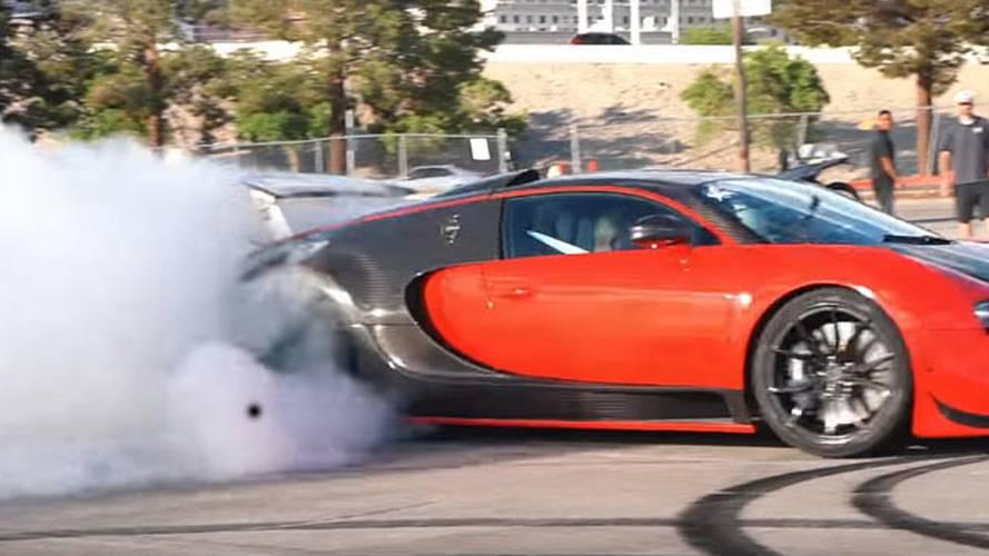 Arkadan itişli hale getirilmiş Bugatti Veyron'u izleyin