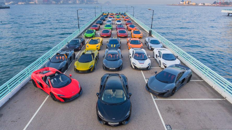 McLaren - 50 supercars colorées se réunissent pour la nouvelle année