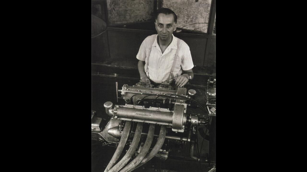 Vittorio Stanguellini all'opera sul motore 1100 bialbero, 1950