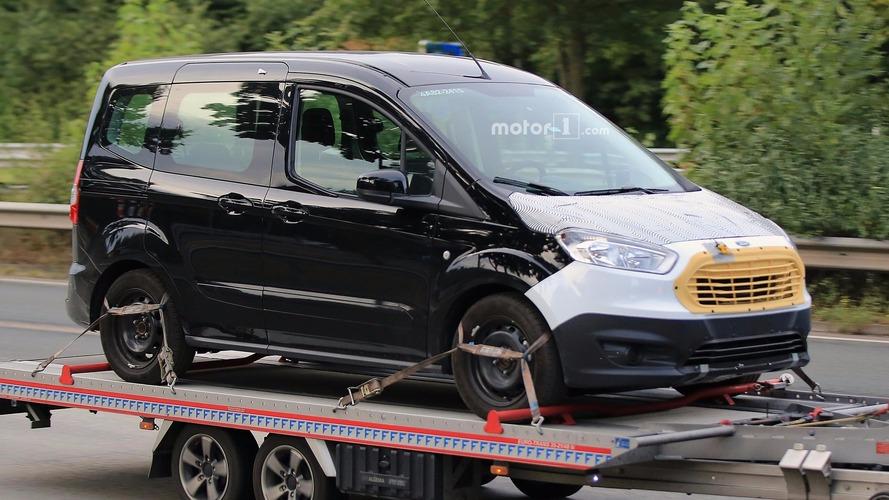 Ford Tourneo Courier yenilenmiş yüzüyle yakalandı