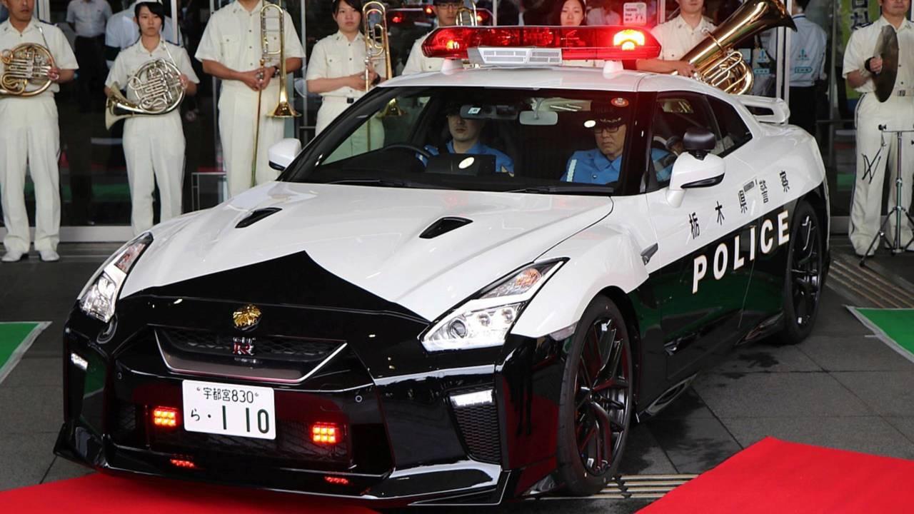 Полицейский автомобиль Nissan GT-R