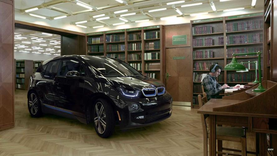 ¿Puede circular un BMW i3 por una biblioteca?