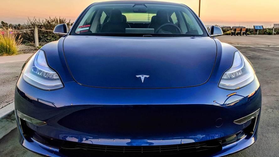 Elon Musk estime avoir mis trop de robots dans les usines Tesla
