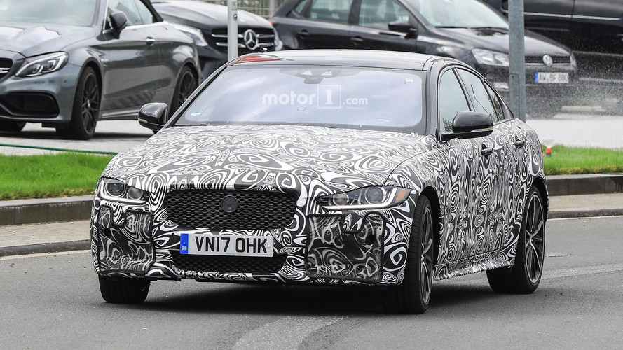 2019 Jaguar XE SVR photos espion