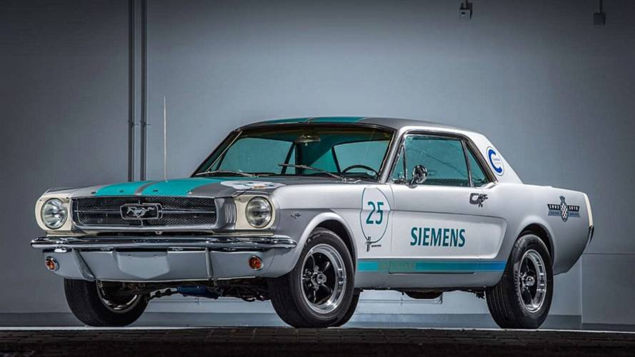 Ford Mustang 1965 a guida autonoma