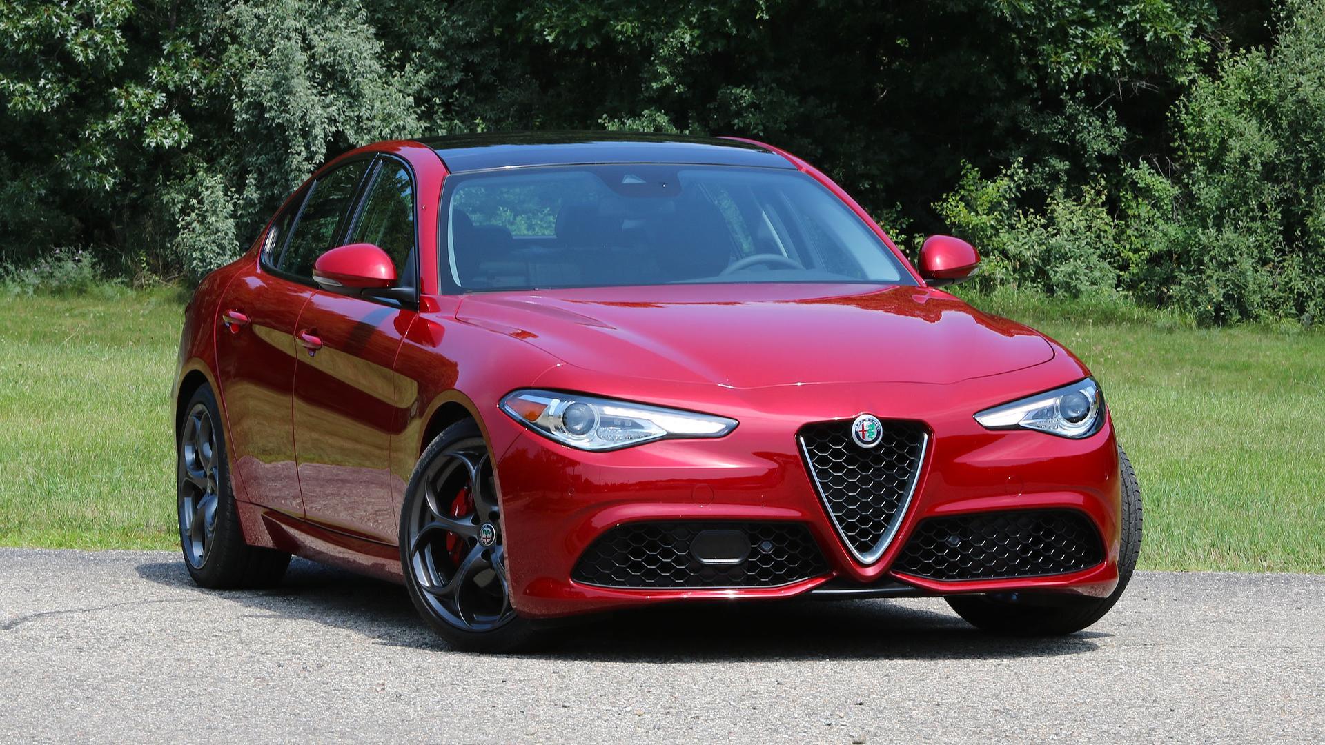 Alfa Romeo Giulia Likely Getting 350-Horsepower Engine