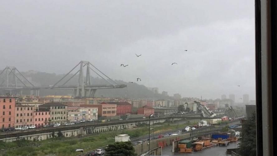Ce camionneur échappe de justesse à la catastrophe — Effondrement en Italie