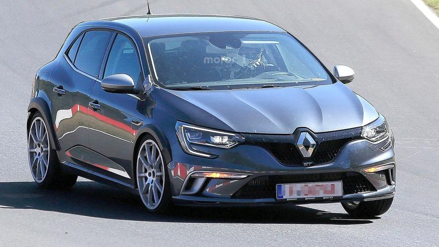 Photos espion - La future Renault Megane R.S. cache sa véritable identité sous une GT