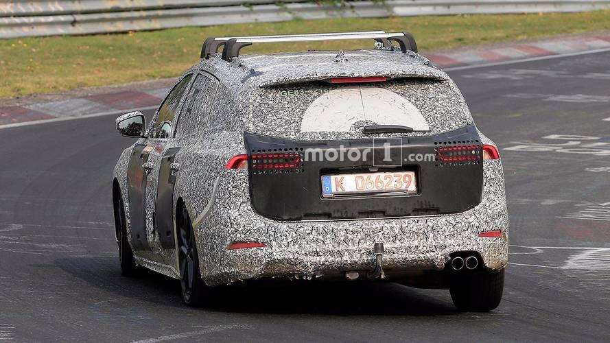 Ford Focus Wagon çift egzoz çıkışıyla Nürburgring'de