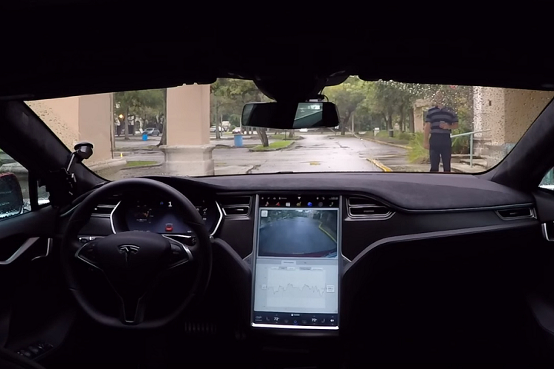 Watch a Tesla Model S Drive Itself to Its Owner