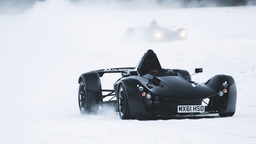 Watch BAC Mono dancing on ice in Sweden