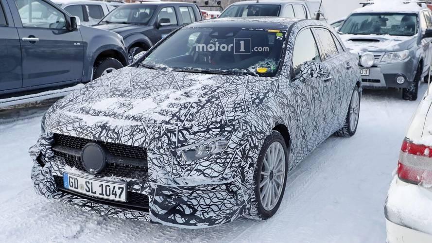 Photos espion - La Mercedes Classe A hybride surprise !