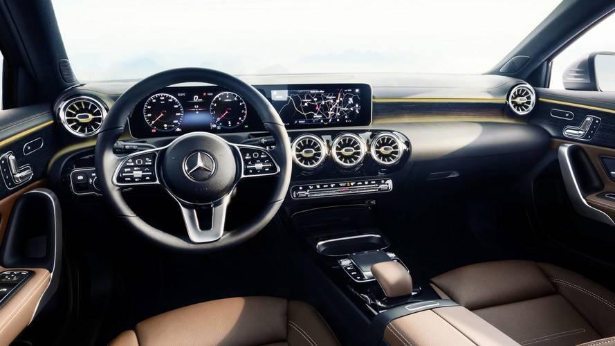 New Mercedes A-Class 2018 reveals its high-tech interior