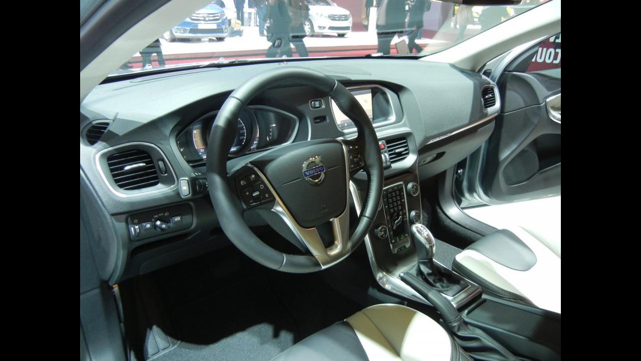 Volvo V40 Cross Country a Parigi