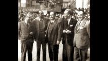 1948 - Piazza della Vittoria: gli organizzatori della Mille Miglia