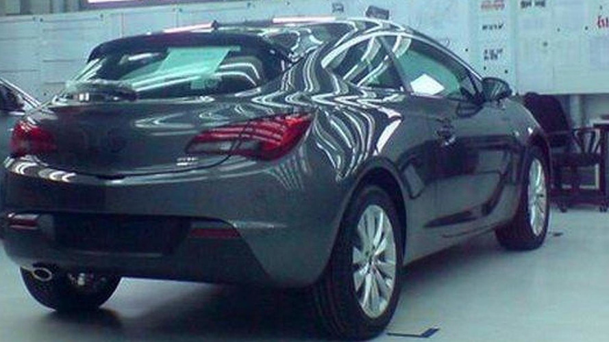 Opel Astra GTC found undisguised on Facebook