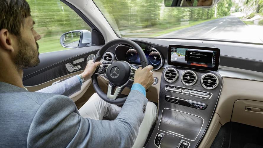 Több mint egymillió járművet hív vissza a Daimler