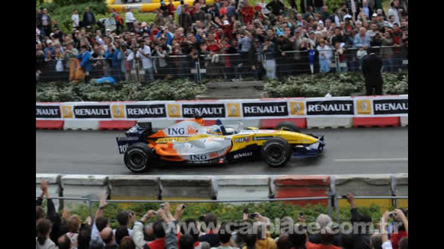 Boxes da Equipe ING Renault F1 Team já estão montados em avenida de SP