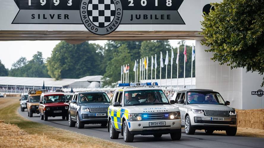 70'inci yıl için 70 Land Rover modeli Goodwood'da