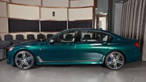 Boston Yeşili Rengindeki BMW M760Li