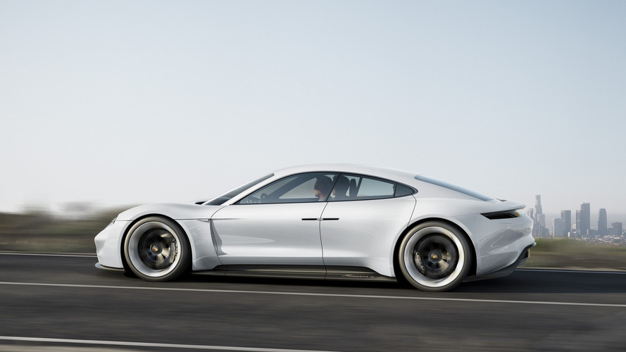 Porsche Mission E gelecek EV'ler için yolu açacak