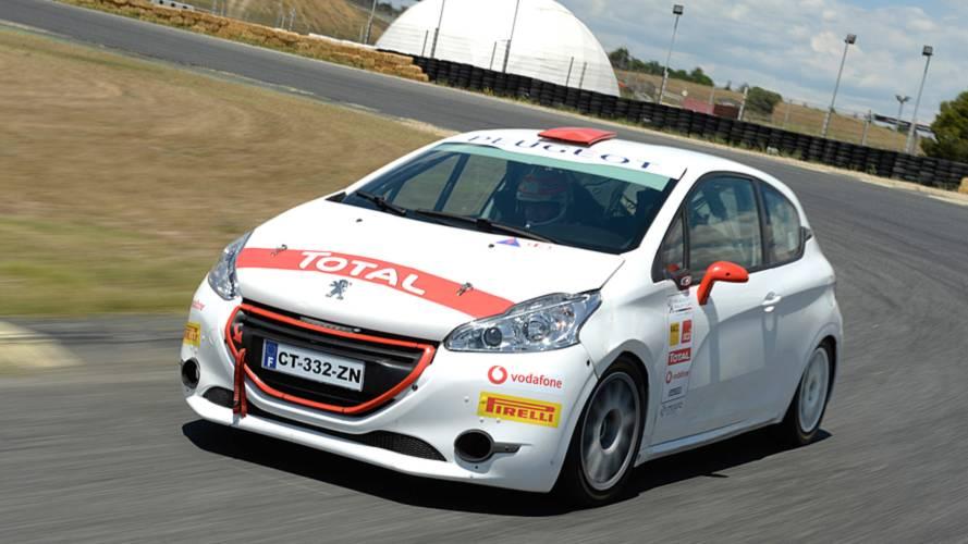 Probamos el Peugeot 208 R2 de rally, el heredero del Desafío Peugeot