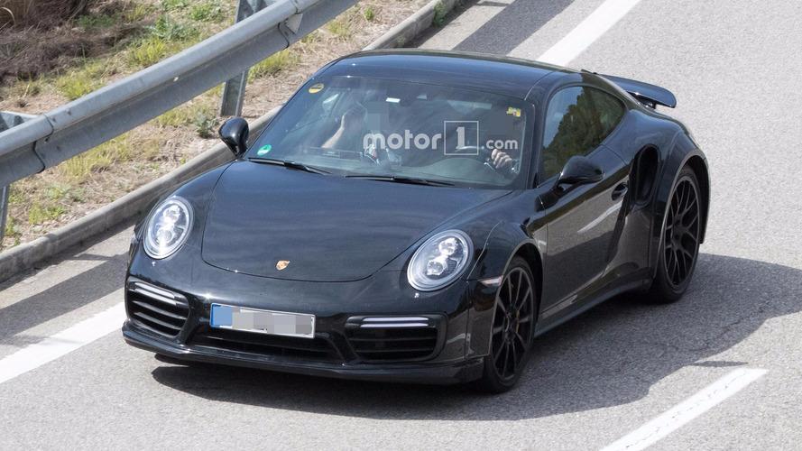 Yeni jenerasyon 911 Turbo'nun test aracı ilk kez görüntülendi
