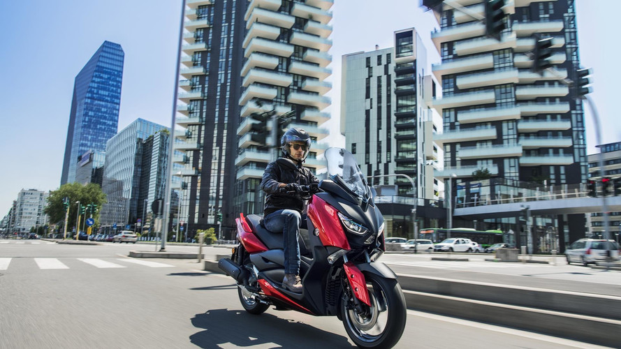 Yamaha completa la renovada familia MAX con el nuevo X-MAX 125
