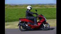 Volta rápida: com start-stop e porte superior, Honda PCX 150 é um novo tipo de scooter